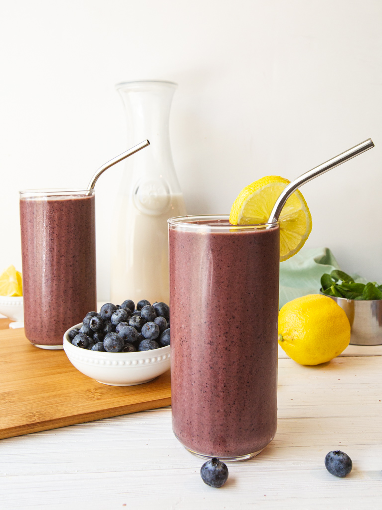 Two no-banana spinach smoothies with blueberries and lemons